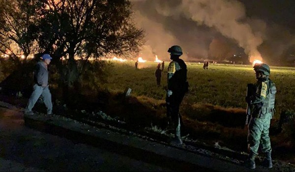 آتش سوزی در خط لوله نفت در مکسیکو ده ها کشته و زخمی بر جا گذاشت