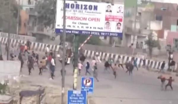 تلفات درگیری های چند روز گذشته در دهلی پایتخت هند به ۴۲ تن رسیده است