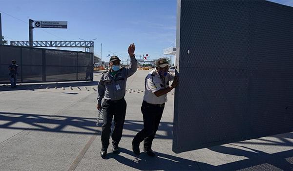 امریکا مرزهای زمینی خود را با کانادا و مکسیکو باز میکند